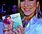Claudia Leitte posa com CD de Rodrigão e Adriana Sant'Anna se derrete